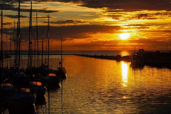 Saulėlydis Nidoje plaukiant jachta Aušrinė